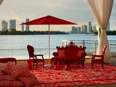 Mondrian Hotel Residences relax pool deck