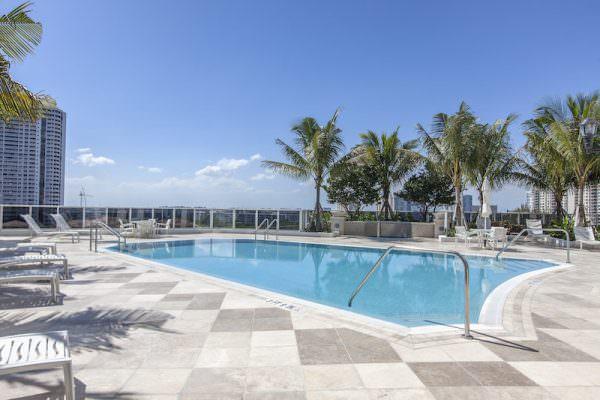 Bellini Williams Island pool