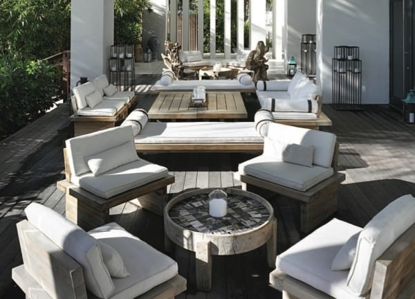 W South Beach outdoor seating