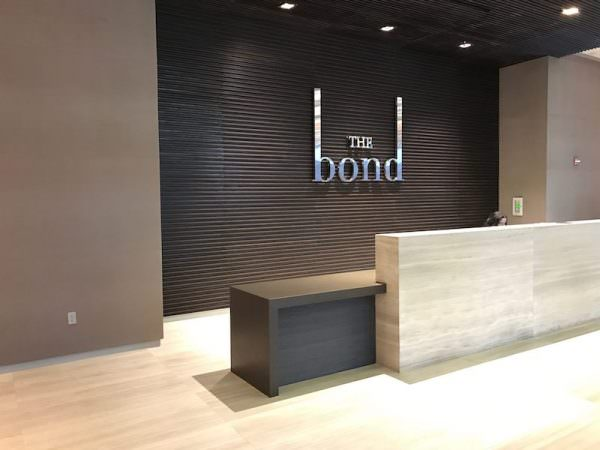 bond miami-lobby-desk-2