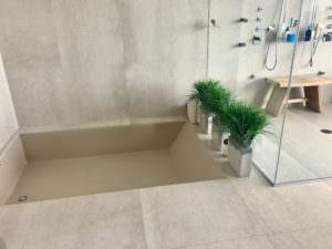Apogee Miami Beach Tub and Shower