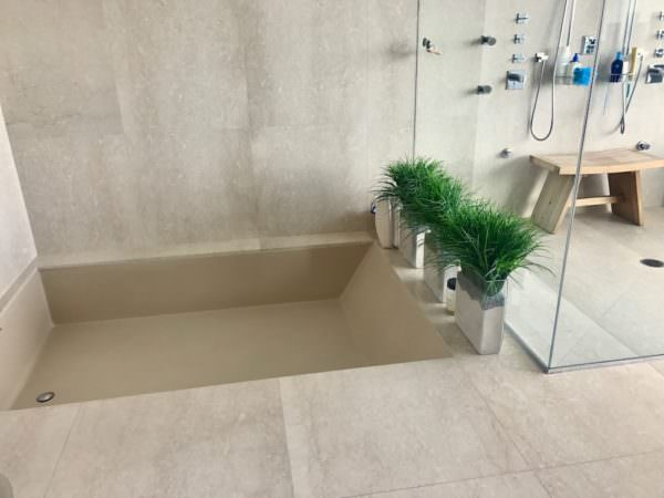 Apogee Miami Beach Tub and Shower