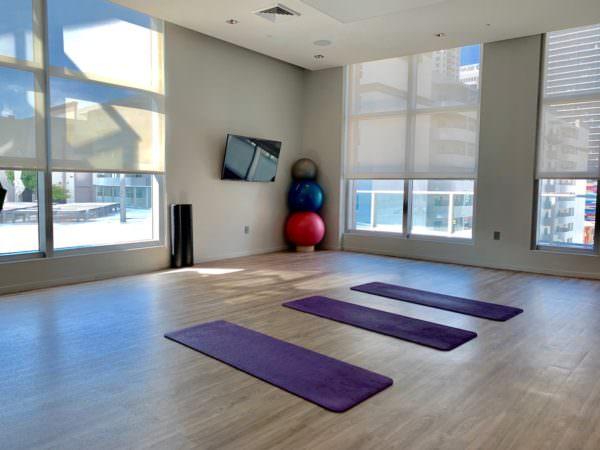 1100 Millecento Yoga